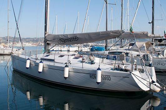 Immagine di Namaste - Comet 41S | Race cruise sailing yacht | Vacanza a vela charter | Liguria
