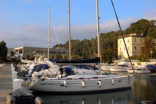 "Picture of Bavaria 42 cr ""Petit Chou"""