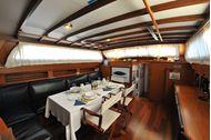 Immagine di Cadamà | Luxury sailing yacht | crociera in barca a vela | Mediterraneo