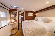 Immagine di Ombre Blu 3 | Luxury catamaran | crociera in catamarano | mediterraneo