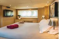 Immagine di This Is Mine | Luxury motor yacht | crociera su yacht | mediterraneo