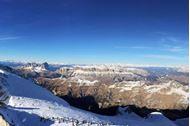 Ponte dell'Immacolata sulla neve in Alta Badia - panorama dalle cime innevate
